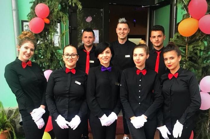 Echipa din spatele Cristal-restaurant cu pensiune Pitesti.